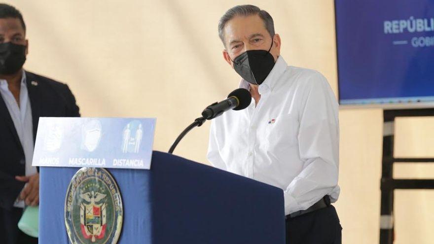 Presidente de Panamá cuestionó a jóvenes de su país por arriesgar la vida para comprar zapatillas de una estrella de la música