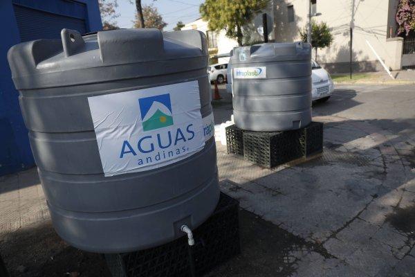 Aguas Andinas deberá pagar casi 10.000 millones de pesos en compensaciones por cortes masivos de 2016 y 2017