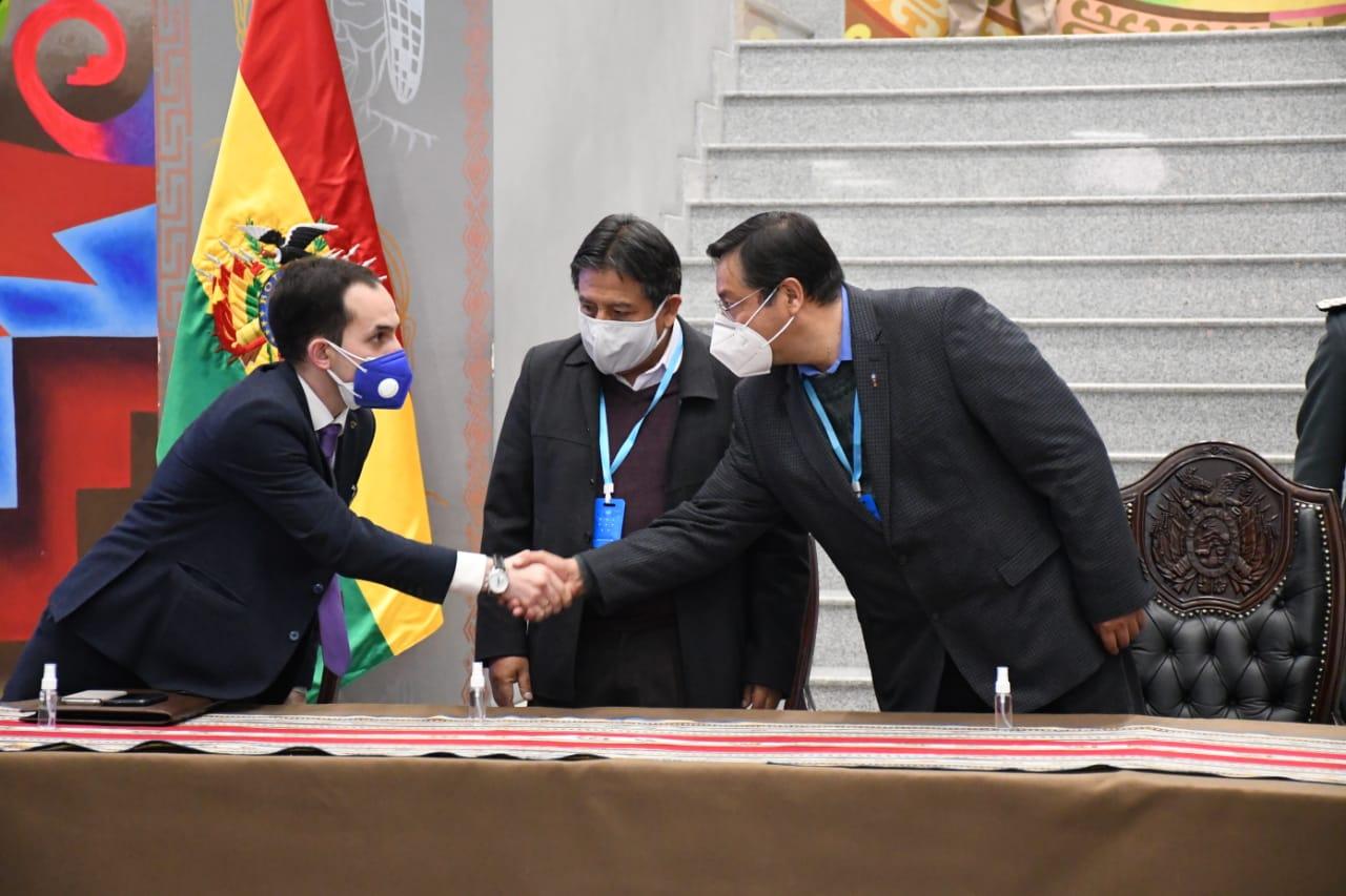Bolivia firmó acuerdo para adquirir 5,2 millones de dosis de la vacuna rusa