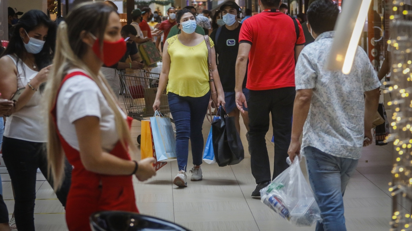 Trabajadores piden más fiscalización en el aforo de los centros comerciales