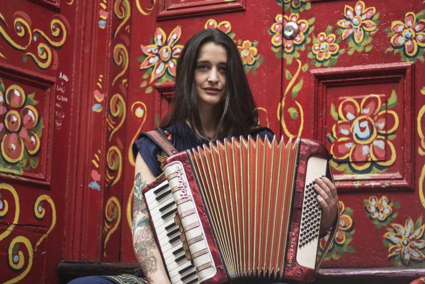"""Pascuala Ilabaca reinventa su sonido en """"Ranchera Antiposesiva"""""""