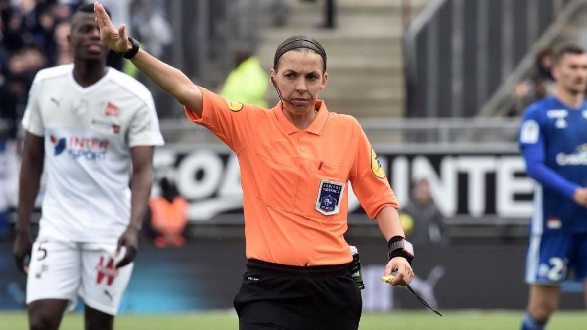Stéphanie Frappart será la primera mujer en arbitrar un partido de la Champions