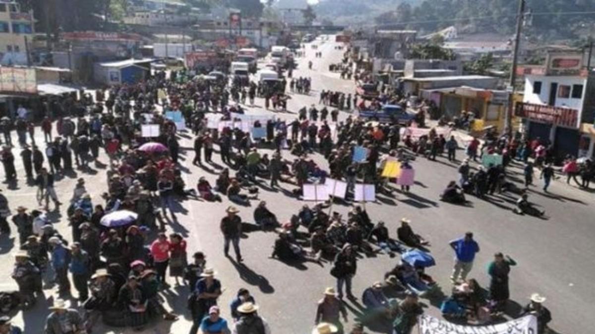Cientos de personas bloquean principales carreteras de Guatemala en protesta contra el Gobierno