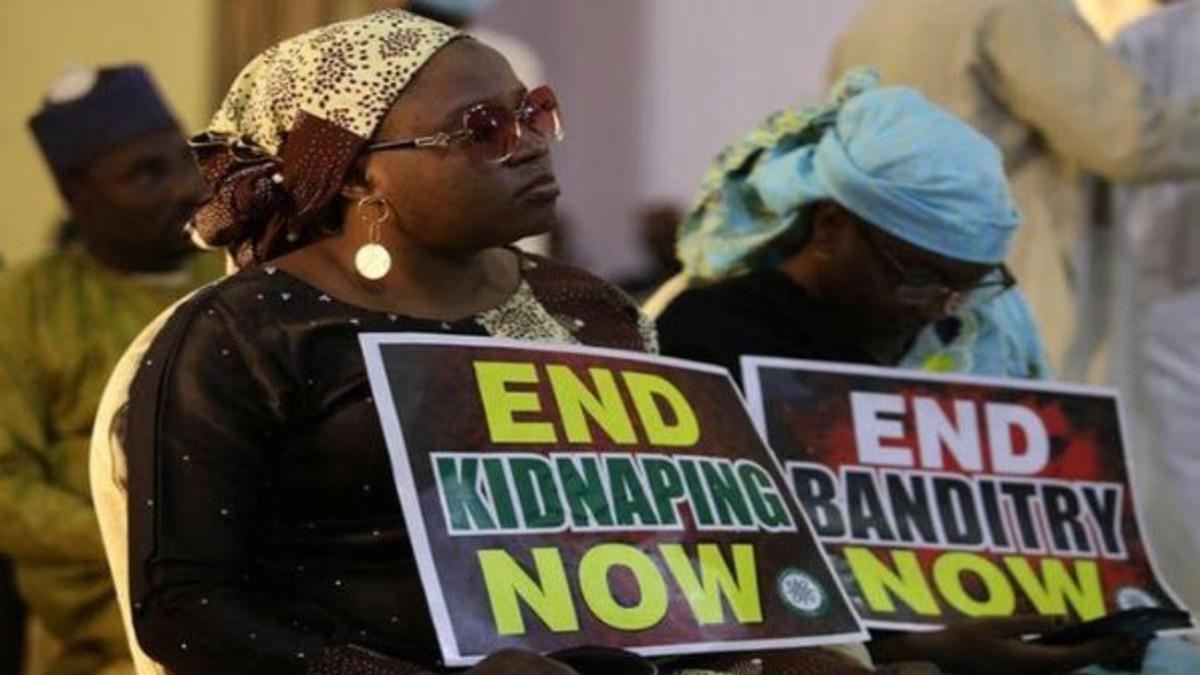 (Video) Quedan en libertad más de 300 niños y adolescentes secuestrados por Boko Haram en Nigeria