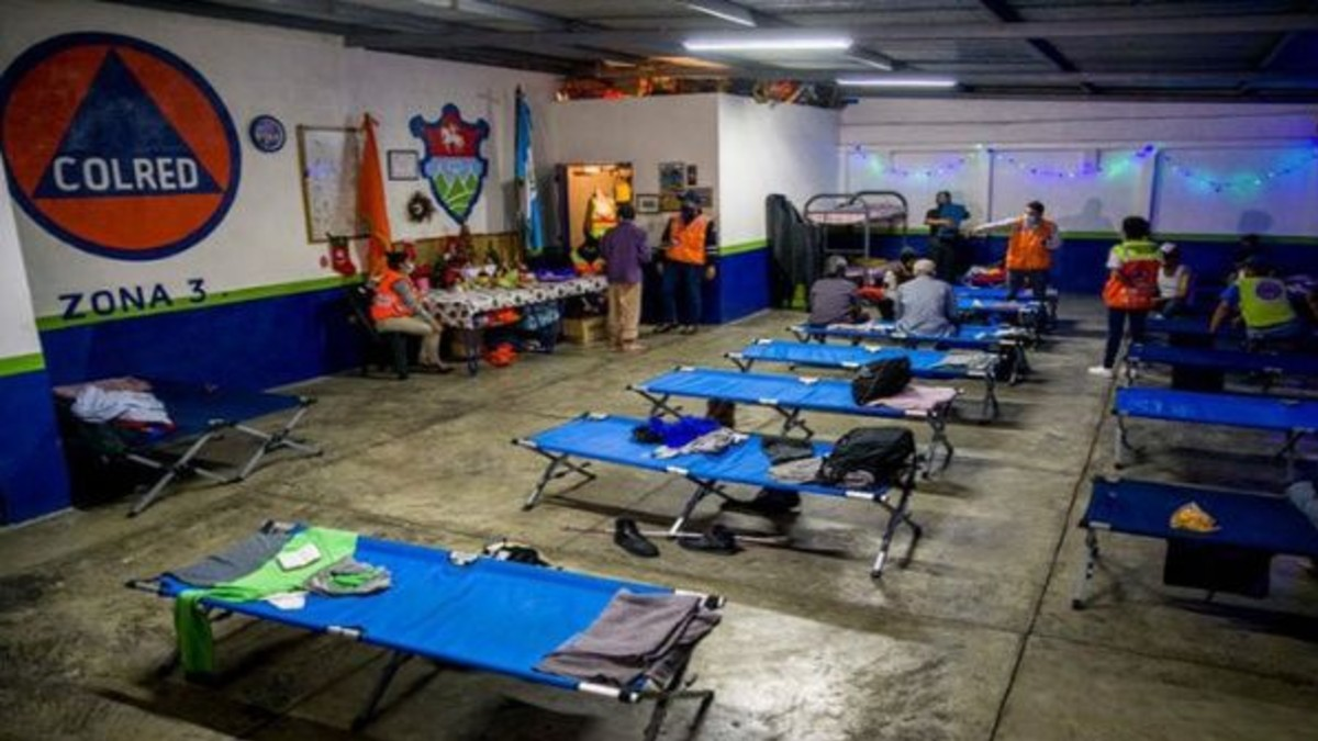 Guatemala: Miles de personas continúan en albergues tras paso de huracanes
