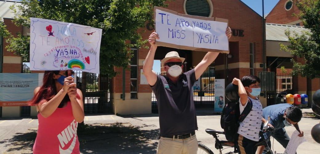 Valparaíso: Apoderados de colegio protestaron por despido de profesora mientras realizaba sus clases