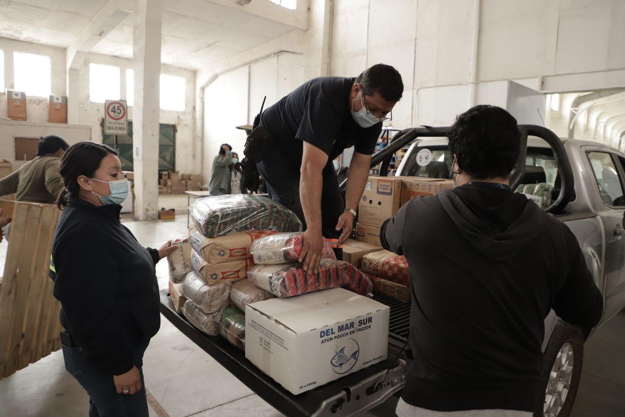 Valparaíso: Municipio distribuye más de 100 toneladas de alimentos en ollas comunes de la ciudad