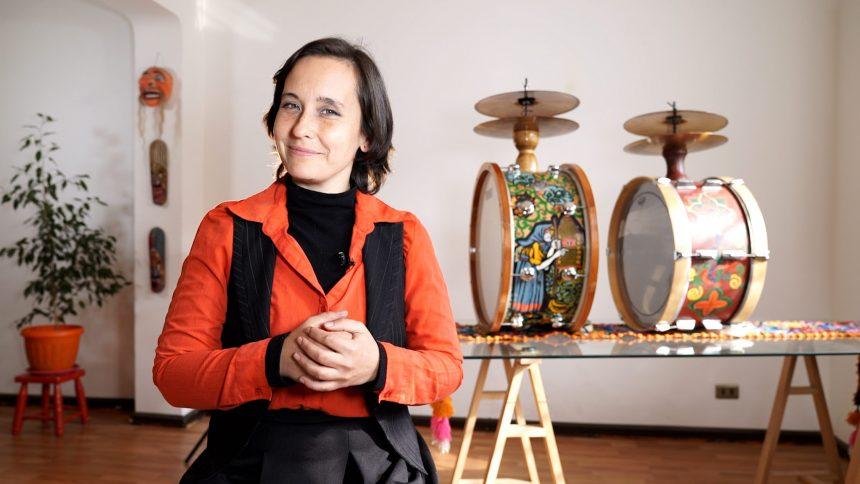 Chinchinera protagoniza documental y tutorial sobre tradicional instrumento musical