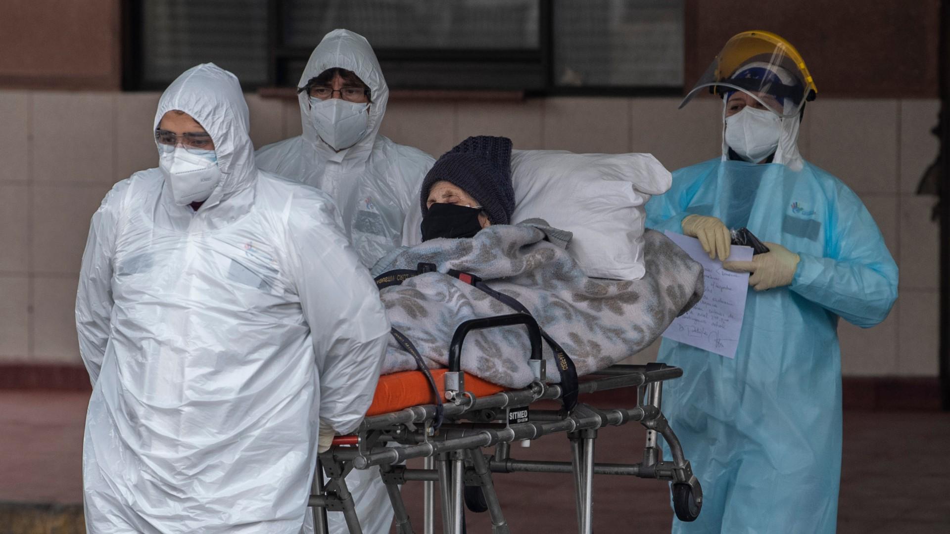 109 muertos y 3 mil casos nuevos: Chile despide 2020 con la cifra de contagios más alta desde julio