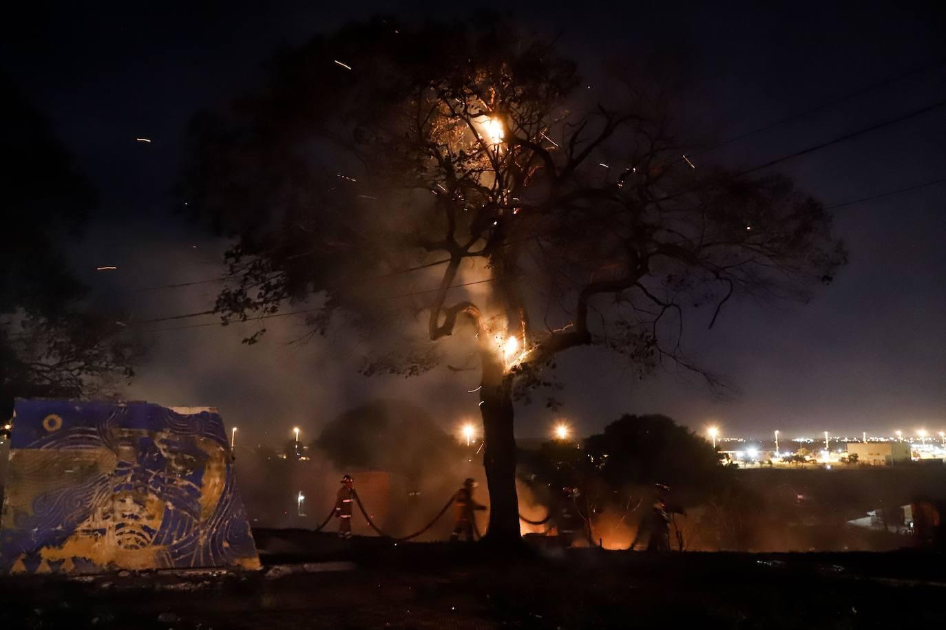 Navidad en llamas: Incendio por juegos pirotécnicos arrasó con uno de los barrios  más humildes de Paraguay