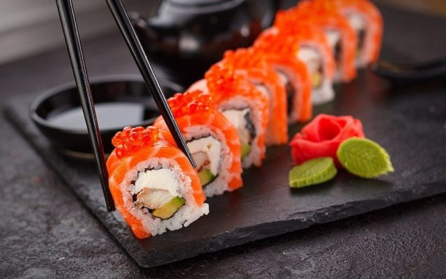 Alerta por sushi de salmón chileno: Existe etiquetado incorrecto y falta de información confiable en el punto de venta