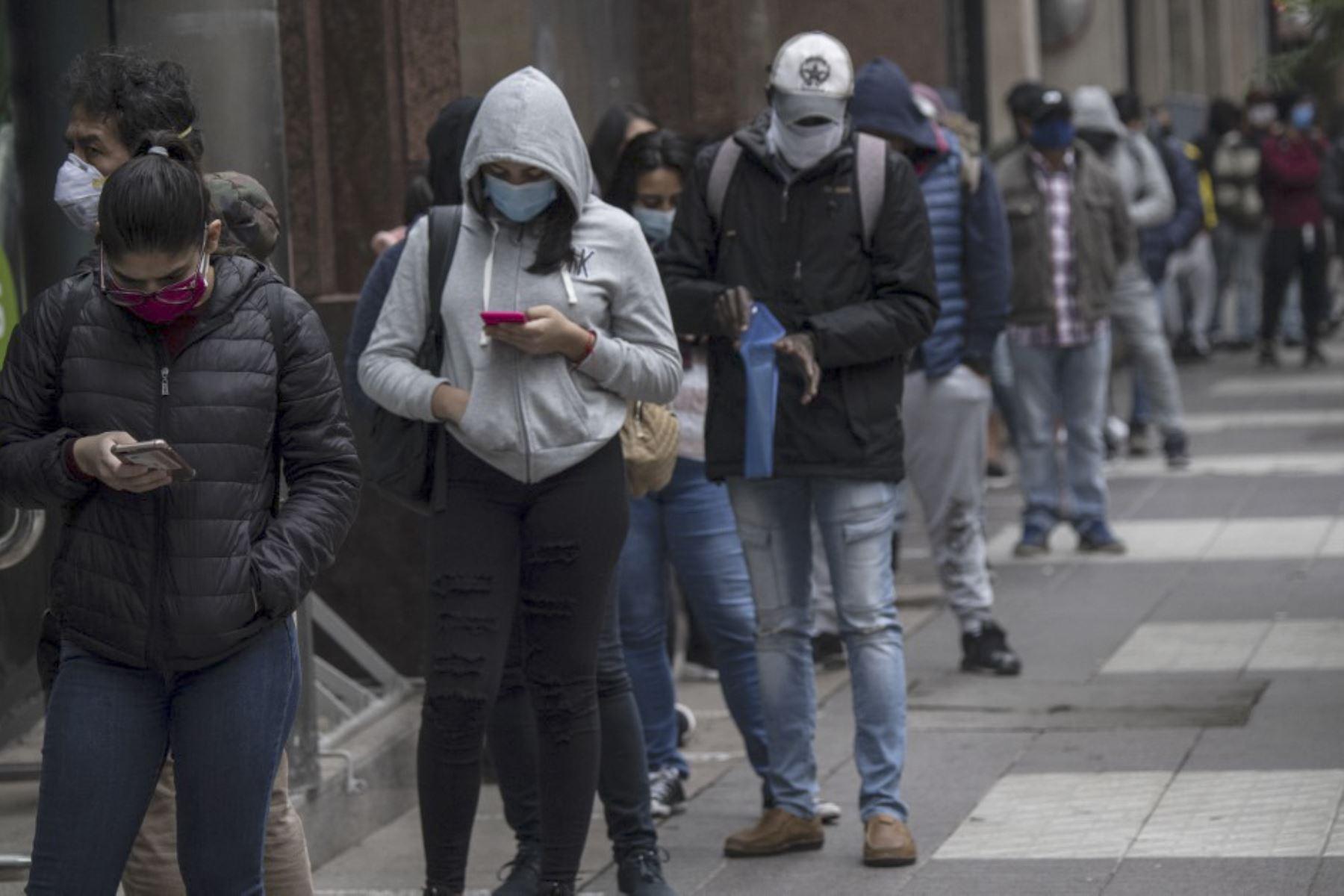 """Secretario del Colegio Médico: Implementar la cuarentena en Chile será la única solución para evitar una """"segunda ola"""""""