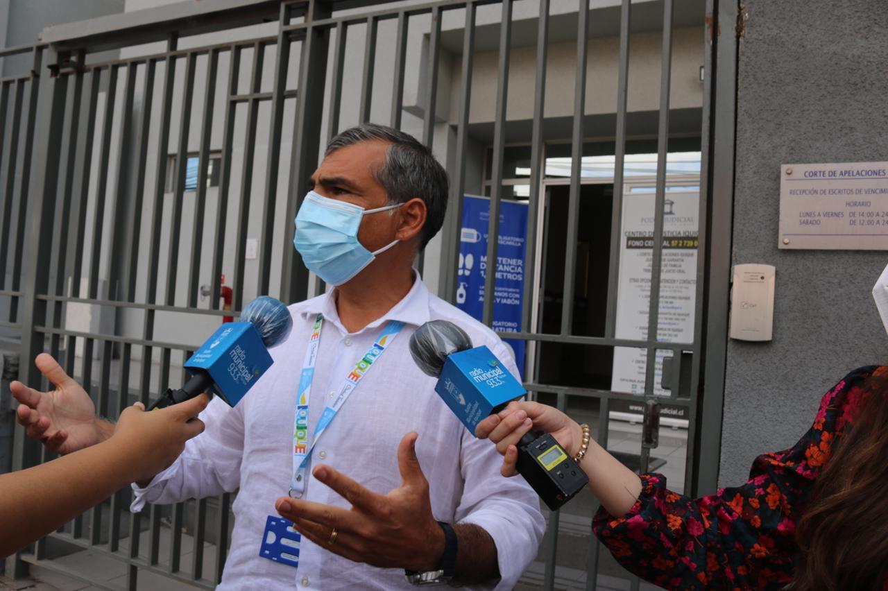 """Alcalde de Iquique acusa """"descontrol"""" en la frontera y presenta recurso de protección contra Piñera y Allamand"""
