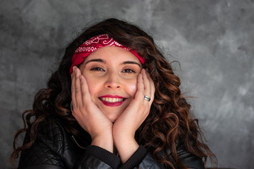 """Bianca Cristina, la nueva voz del pop chileno debuta junto a """"Sí, Si es contigo"""""""