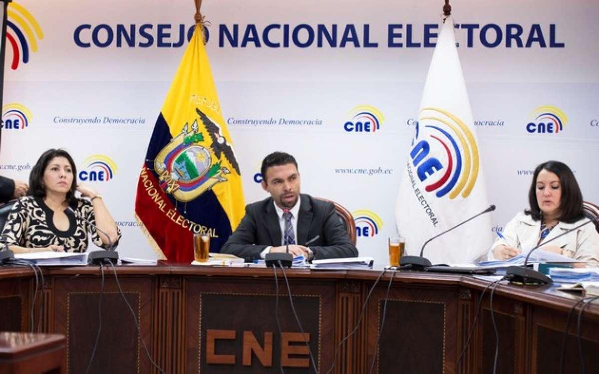 Tribunal ecuatoriano destituye a cuatro consejeros electorales