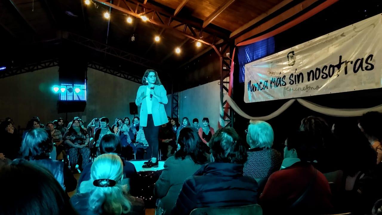 Carrera por la alcaldía de Valdivia: 700 mujeres firman carta en apoyo a candidatura de Carla Amtmann