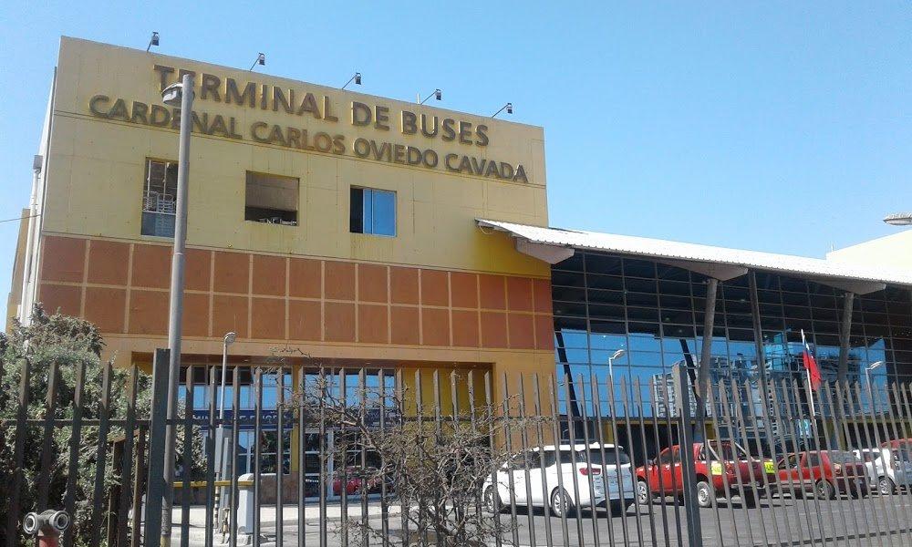 Fiscalizadores sanitarios detienen su trabajo en  terminal de buses de Antofagasta por malos tratos