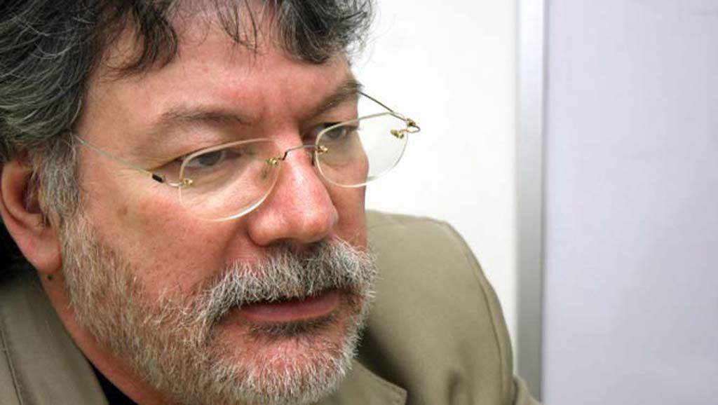 Fernando Buen Adab: «Cada día queda más claro el carácter delincuencial de la información que circula en redes sociales»