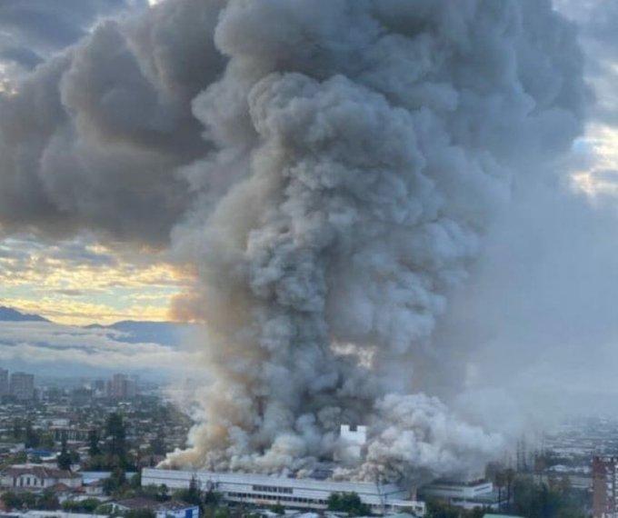 Gigantesco incendio obligó a evacuar las dependencias del Hospital San Borja Arriarán