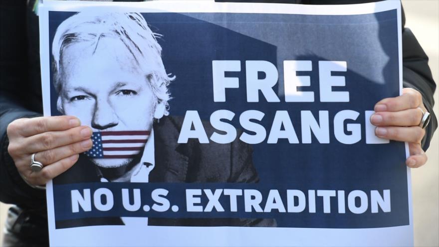 Organizaciones sociales impulsan campaña por un perdón presidencial a Julian Assange