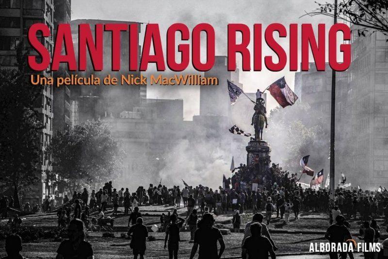 """Nick MacWilliam, director del documental 'Santiago Rising': """"La lección de Chile es que los movimientos sociales son fundamentales para implementar cualquier cambio"""""""