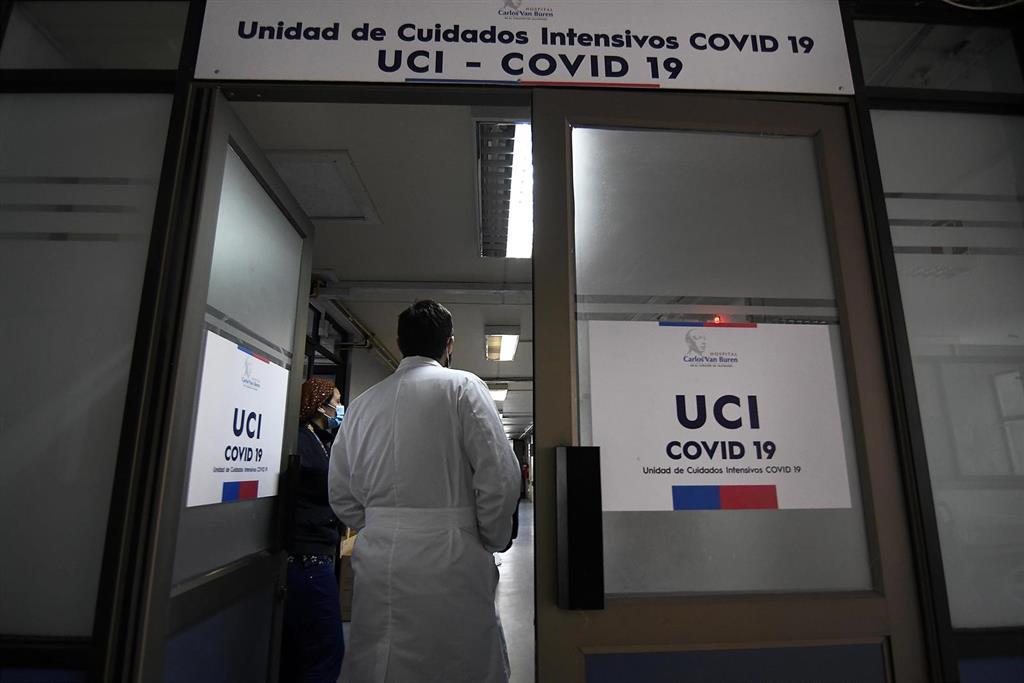 87% del personal UCI sufre agotamiento extremo mientras nuevos casos de COVID-19 se disparan en Chile