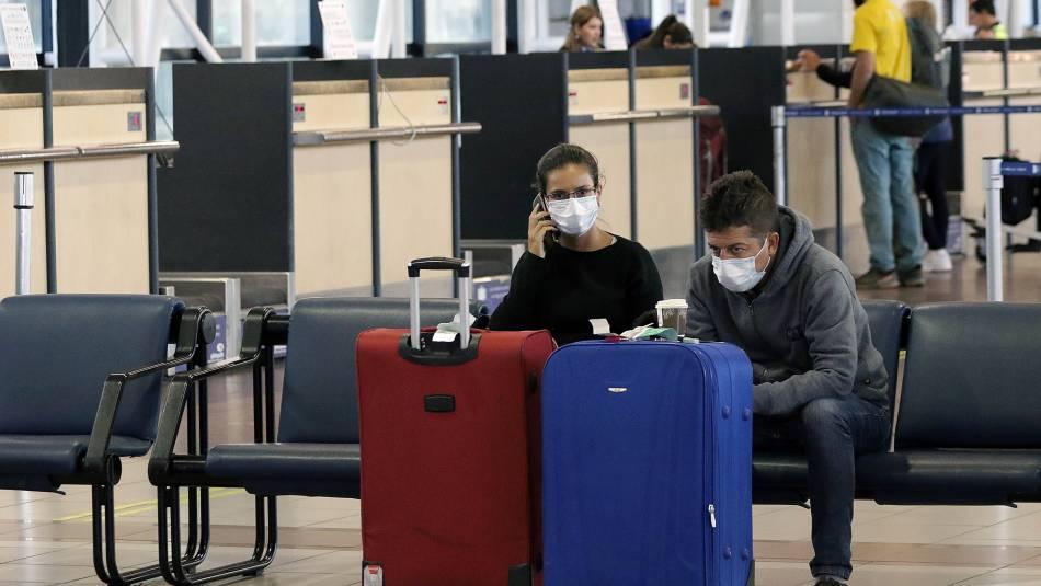 Covid-19: Piden detener tránsito de extranjeros hacia Chile por el aeropuerto de Santiago