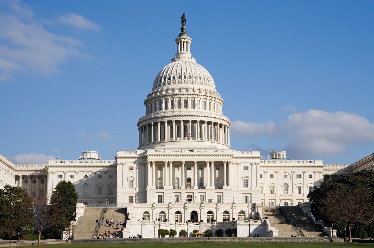 Controladores aéreos en Nueva York descubren audio que amenaza con estrellar un avión contra el Capitolio de EE.UU.