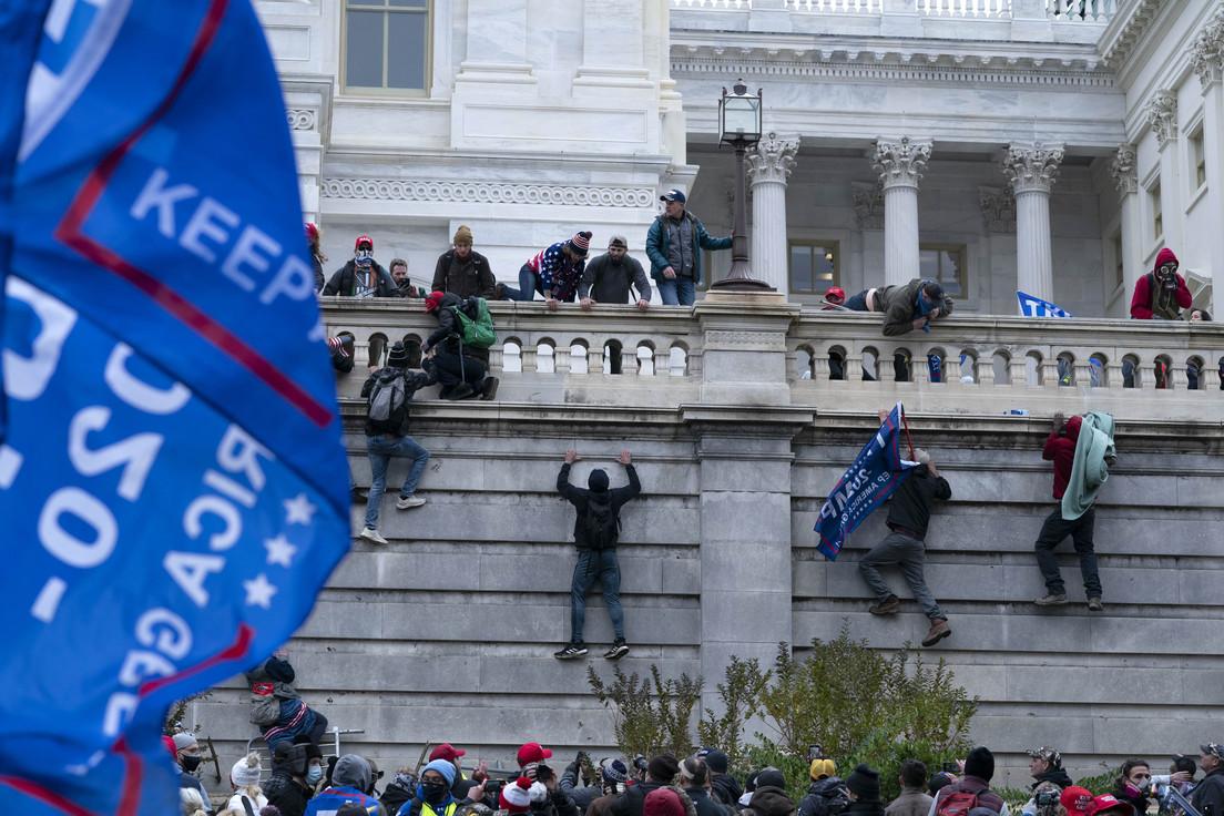 Muere policía herido tras disturbios en Capitolio de EE.UU.