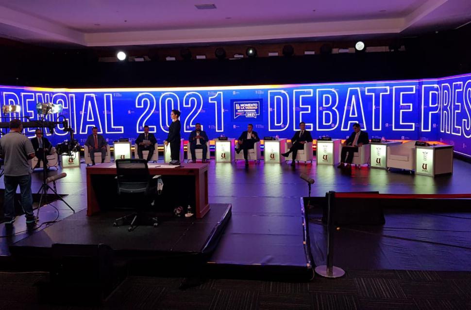"""Un candidato ecuatoriano cree que fue """"drogado"""" antes del debate presidencial del domingo"""