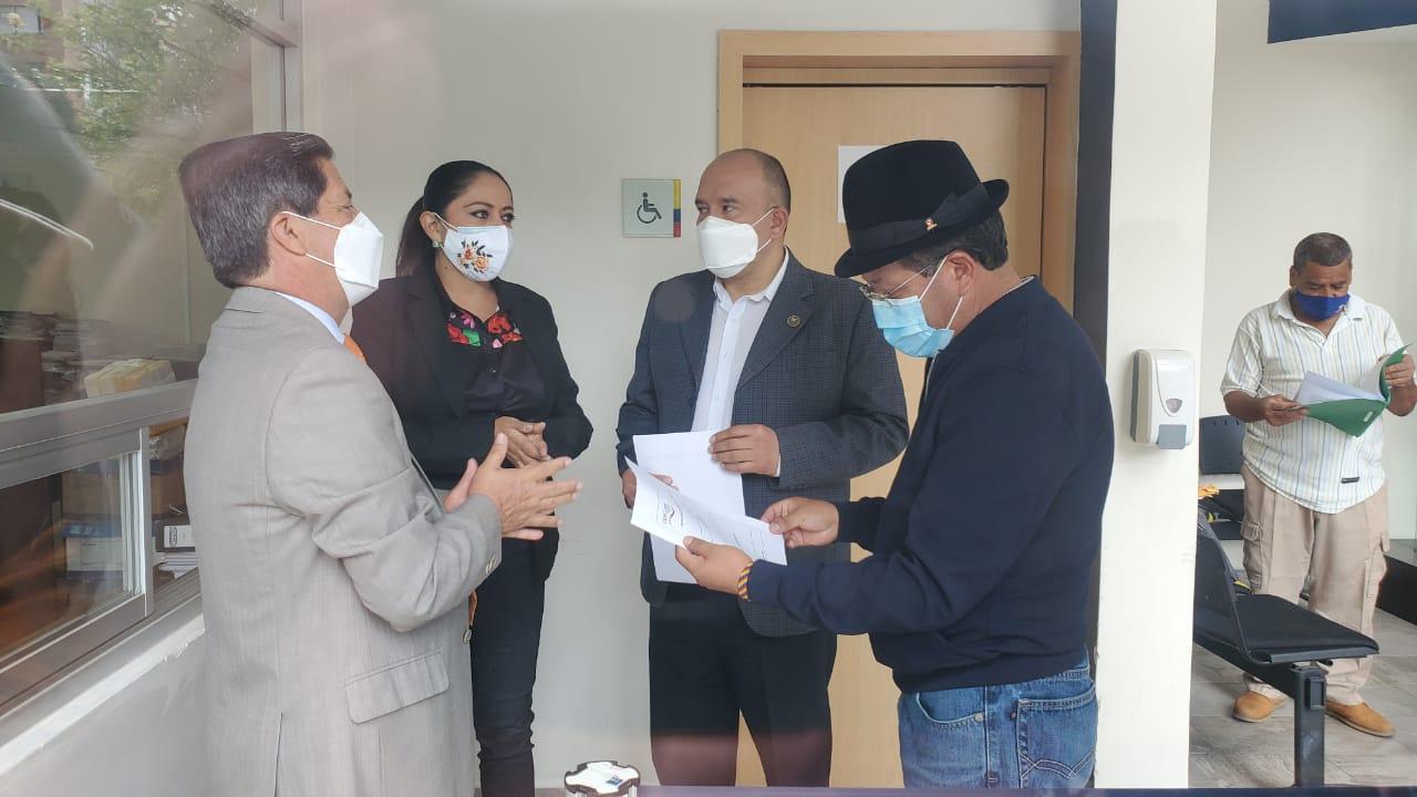 Ecuador: prefectos demandan al Gobierno por incumplimiento de pagos