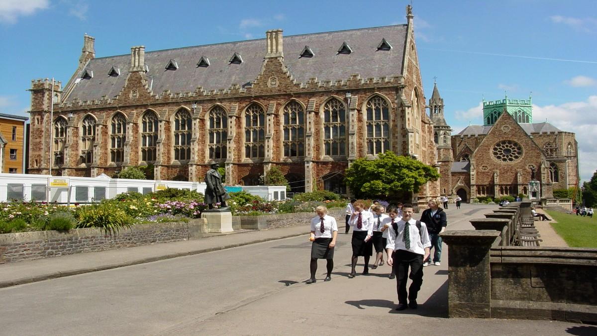 Sindicato de educadores británicos pide no abrir las aulas de clases