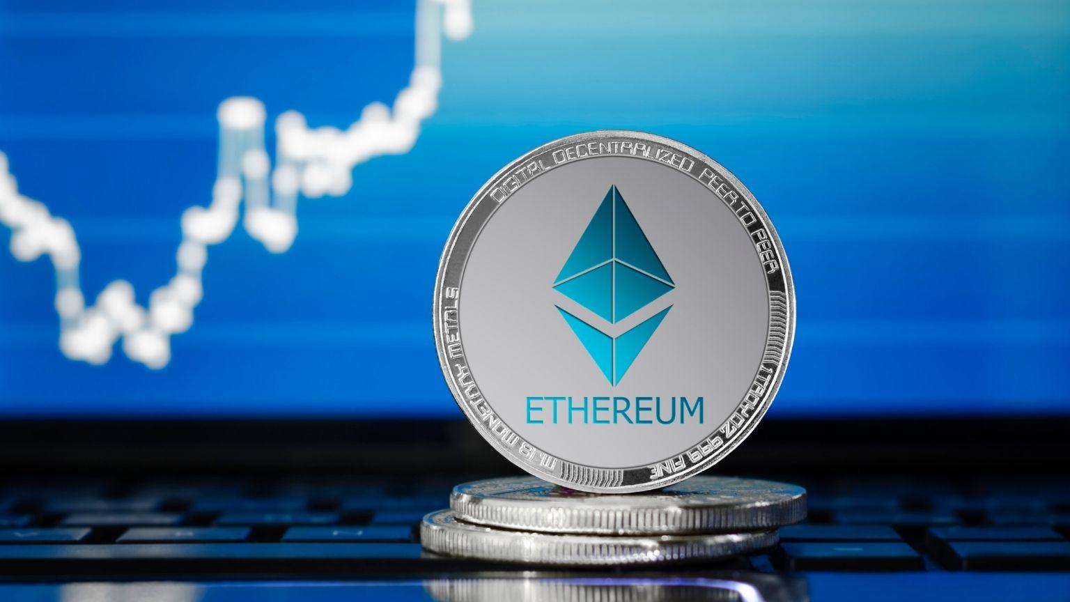 Criptomonedas en ascenso: Bitcoin se dirige hacia los 35.000 dólares mientras Ethereum supera los 800