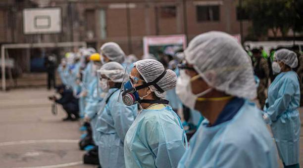 Médicos de Perú irán a huelga general el 13 de enero para exigir mejoras
