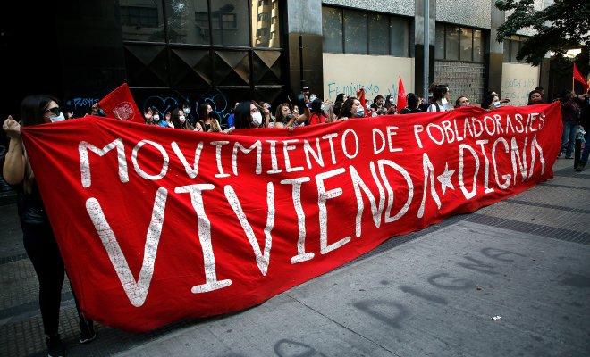Pobladores de Maipú protestaron frente al Serviu por retraso en proyecto habitacional
