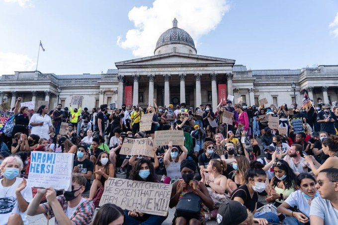 Organizaciones de Reino Unido protestan por asesinato racista