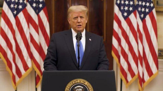 """En su último discurso: Trump pidió """"rezar por el éxito"""" de la Administración Biden"""