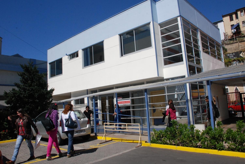 Ocupación total de camas UCI en Hospital Van Buren genera preocupación en actores de la Salud de Valparaíso