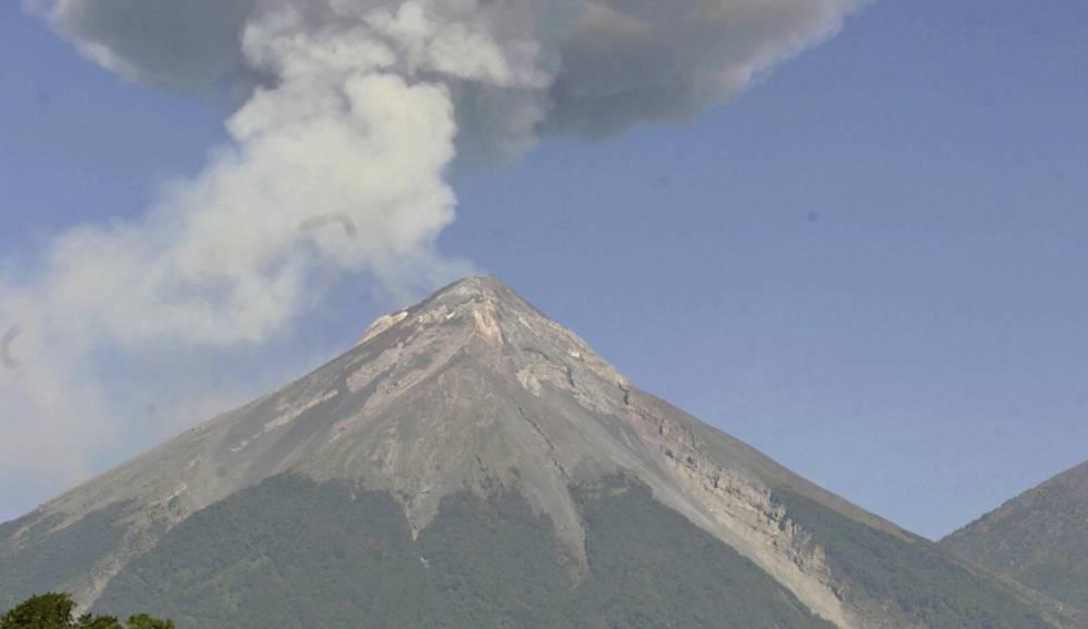 Alerta en Guatemala por aumento de actividad eruptiva en tres volcanes