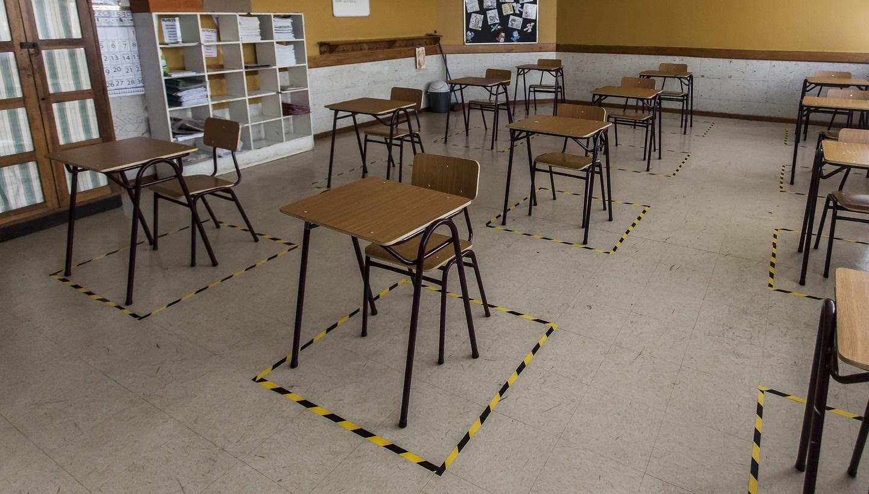 Colegio de Profesores y Piñera se reúnen en La Moneda, mientras más de 40 asociaciones gremiales piden aplazar retorno presencial a clases