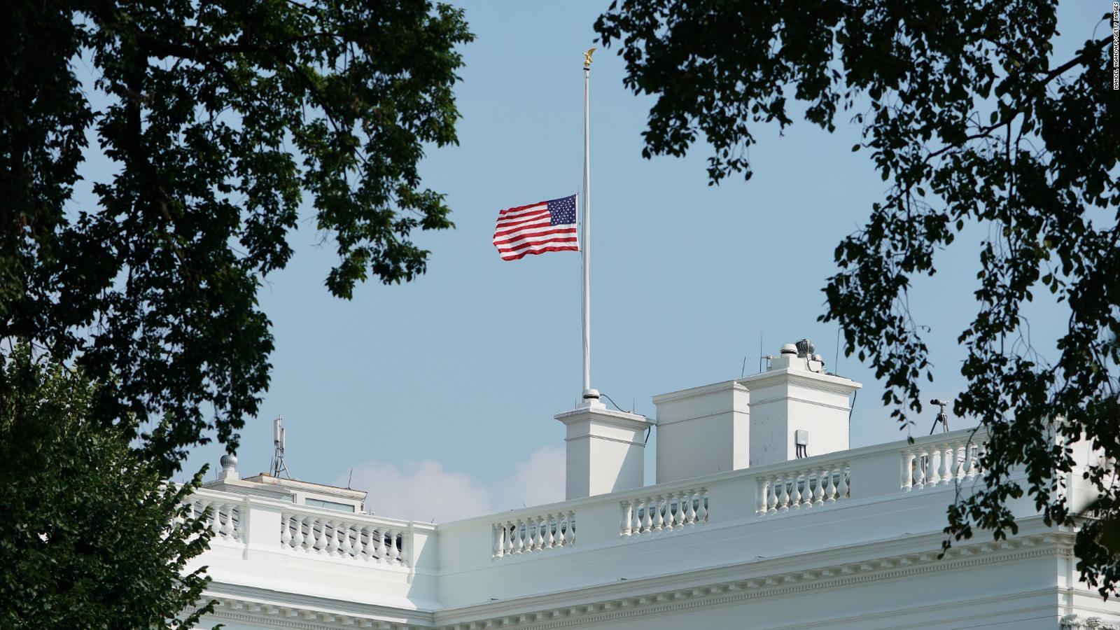Bandera de EE.UU. ondeará a media asta durante cinco días por el medio millón de muertes por Covid-19