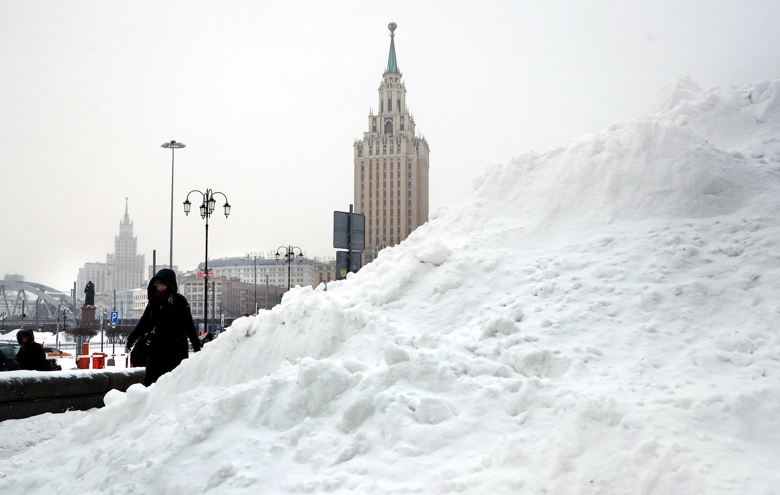 """Nevada apocalíptica"": Manto de 56 centímetros de nieve paraliza Moscú"