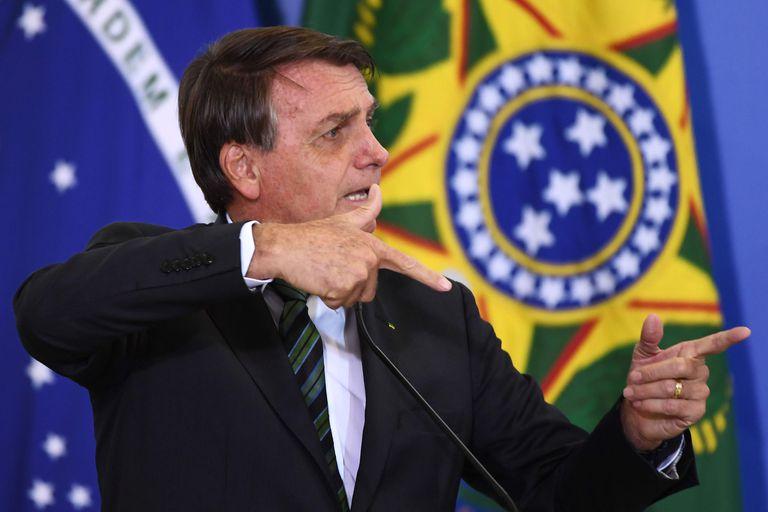Bolsonaro critica medidas de distanciamiento social en Brasil, mientras 8 estados están al borde de un colapso hospitalario