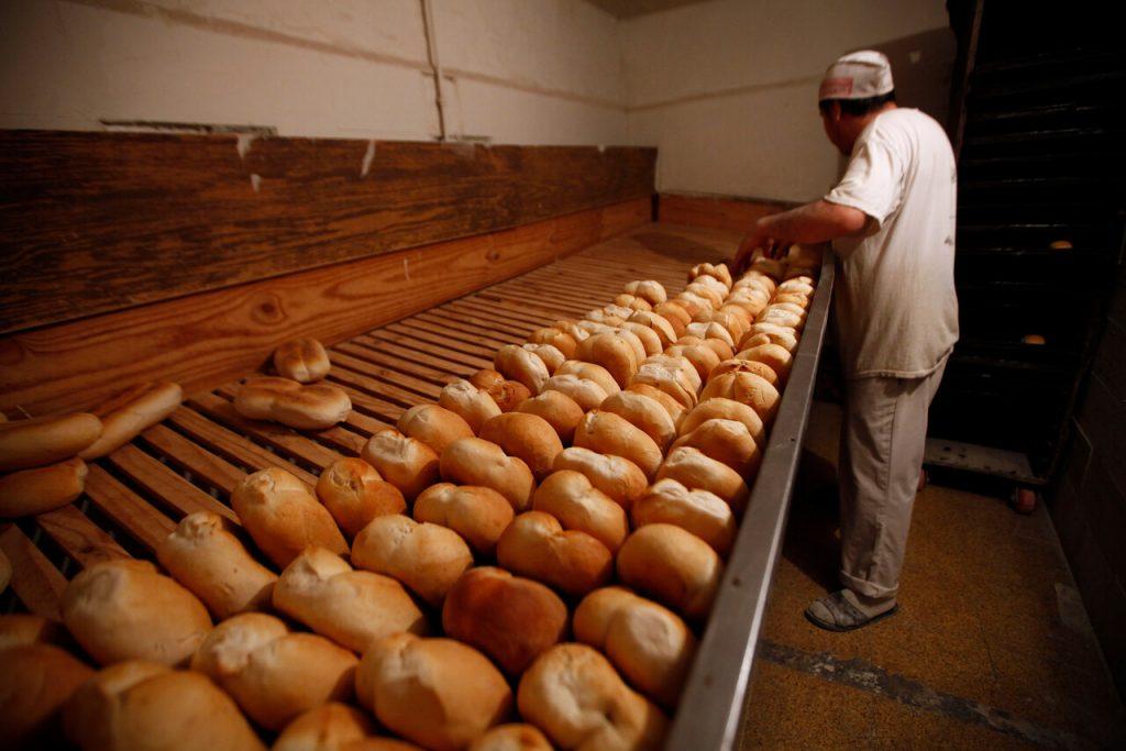 Panaderos piden al Gobierno de Piñera ser incluidos como prioridad en Plan de Vacunación