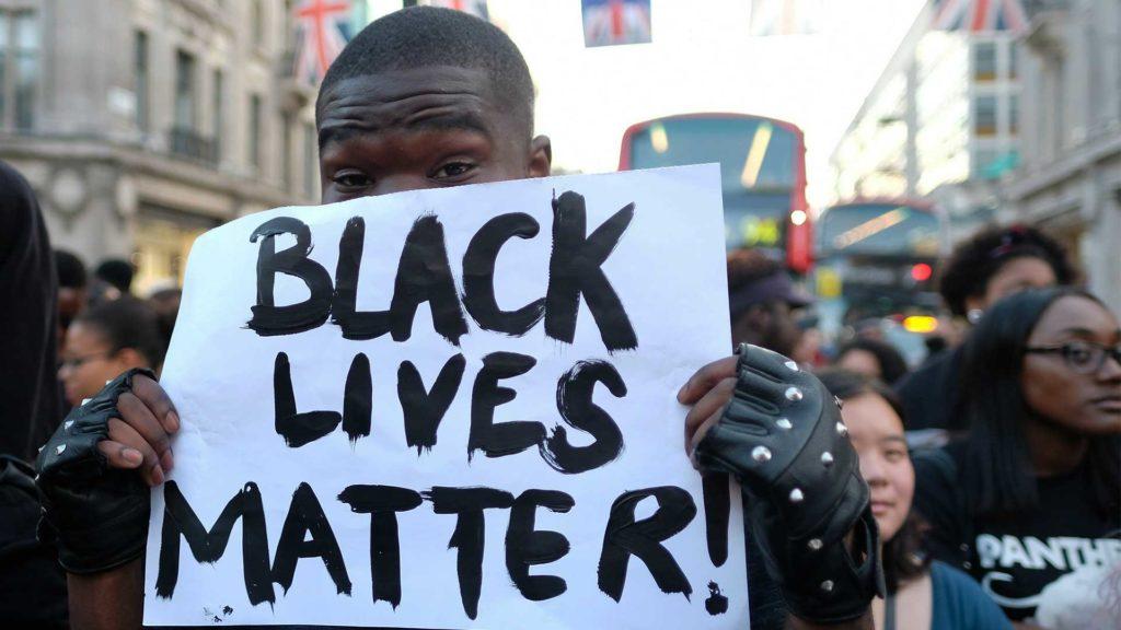 (Video) Nuevo episodio de racismo policial contra una adolescente afrodescendiente desata indignación en EE.UU.
