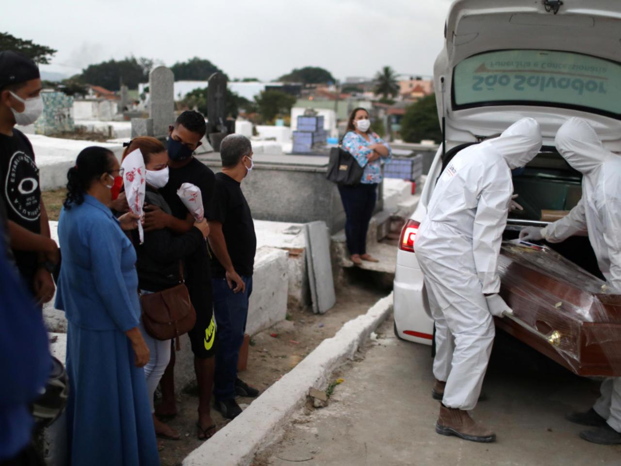 Brasil registra media de mil muertes diarias por Covid-19 y supera los diez millones de contagios