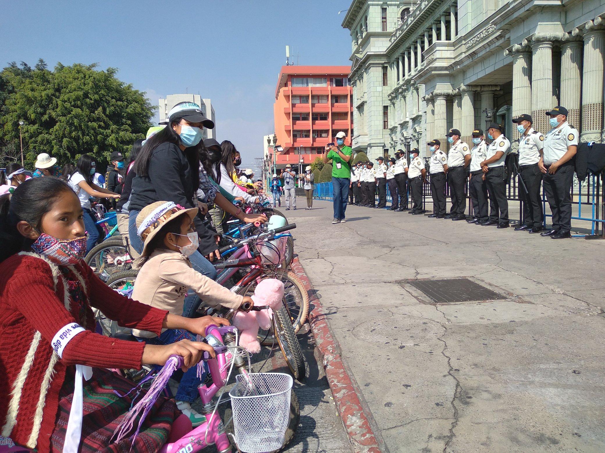 Mujeres de Guatemala  marcharon para exigir justicia por el asesinato de menores de edad
