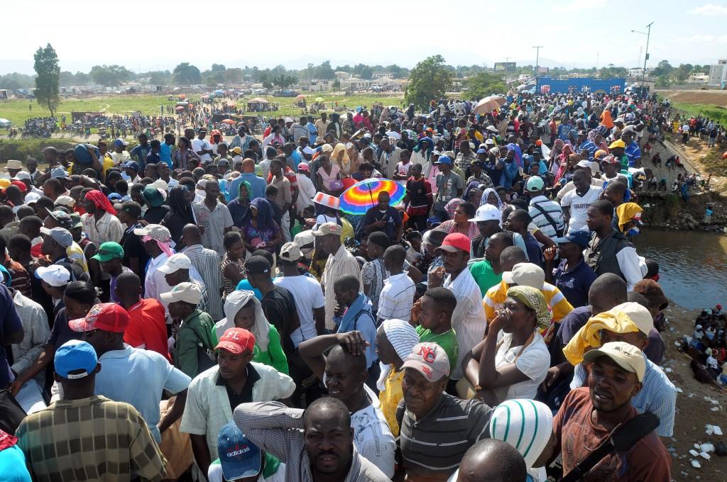 Cientos de inmigrantes haitianos protestaron  por pésimas condiciones en asilos brasileños