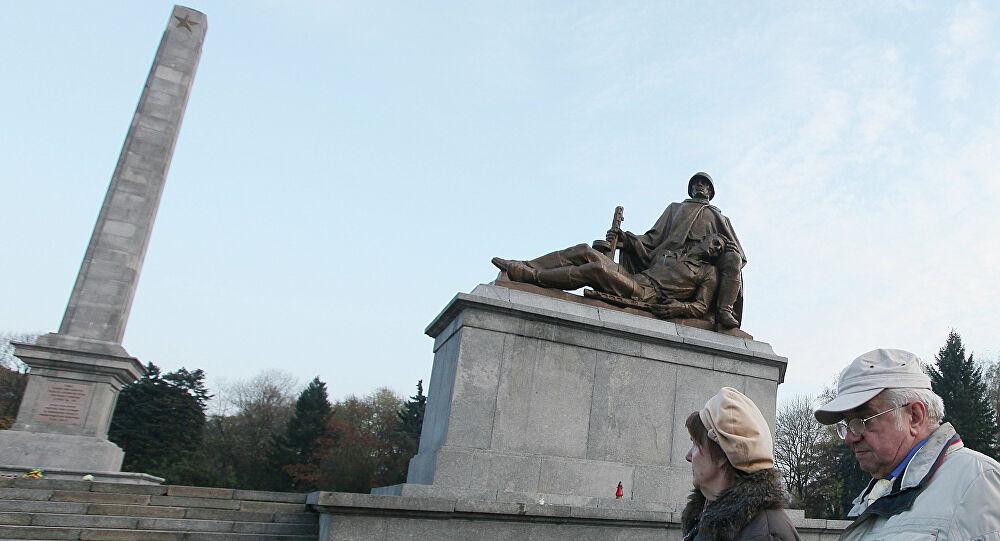 Rusia denuncia profanación de monumentos históricos en Polonia para borrar protagonismo soviético en II Guerra Mundial