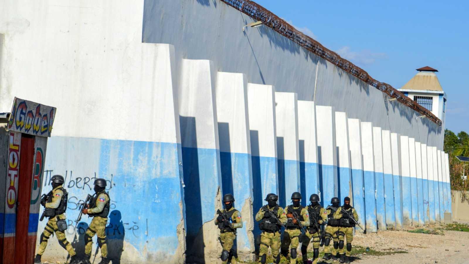 Sube a 25 cifra de muertos por motín en cárcel de Haití y cuentan 400 reos fugados